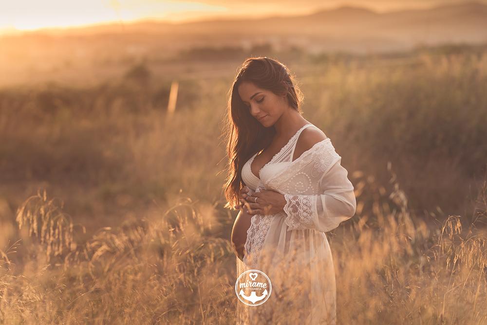 Fotografía de embarazo en barcelona. Fotógrafo de maternidad.